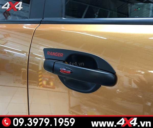 Ốp tay nắm, ốp chén cửa màu đen độ đẹp và hài hòa cho xe Ford Ranger