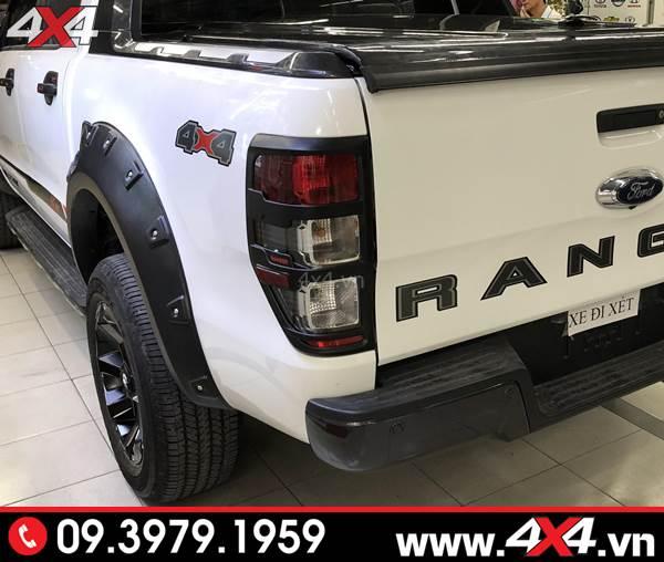 Đồ chơi xe Ford Ranger: Ốp viền đèn hậu màu đen trang trí đẹp và cứng cáp hơn cho xe bán tải