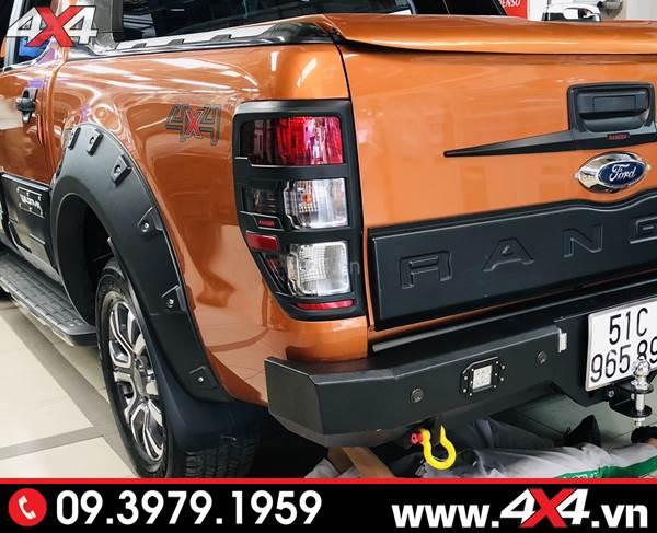 Chiếc bán tải Ford Ranger gắn ốp viền đèn hậu thêm ngầu và cứng cáp hơn