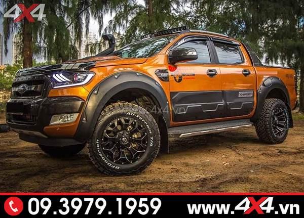 Chiếc bán tải Ford Ranger màu cam lên ốp cua lốp bánh Ranger màu đen giọt nước và nhiều món đồ chơi khác
