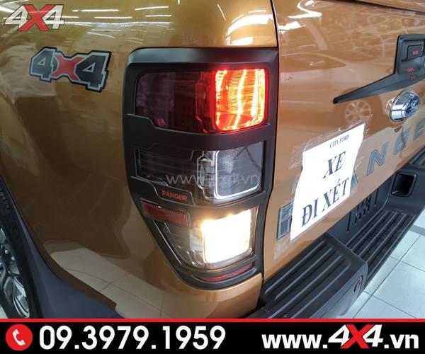 xe Ranger Biturbo mới 2018 lên ốp viền đèn hậu đen tại 4c4