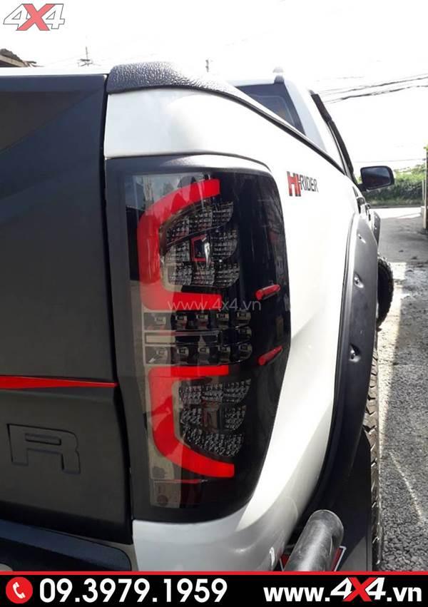 Đèn hậu kiểu chữ C đẹp, sang và chất độ xe bán tải Ford Ranger