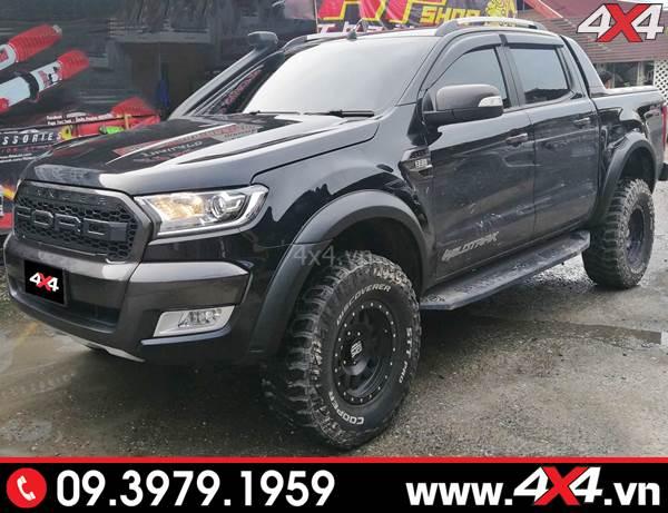 Chiếc bán tải Ford Ranger màu đen độ ốp cua lốp trơn đen mờ cực ngầu