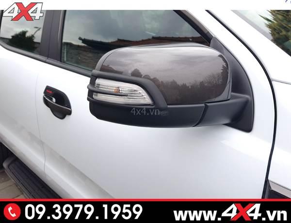 Chiếc bán tải Ford Ranger gắn ốp đèn gương giúp xe đẹp và cứng cáp hơn