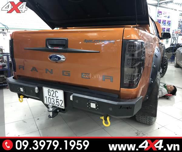 Ốp tay nắm mở cốp sau độ đẹp và cứng cáp cho Ford Ranger