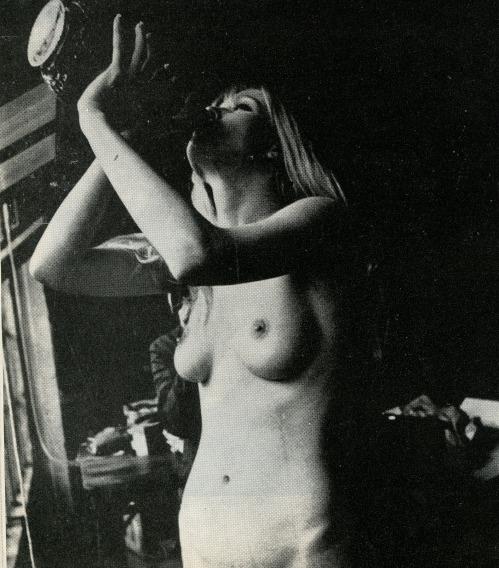(via lesfemmes) —> drink up, salope!
