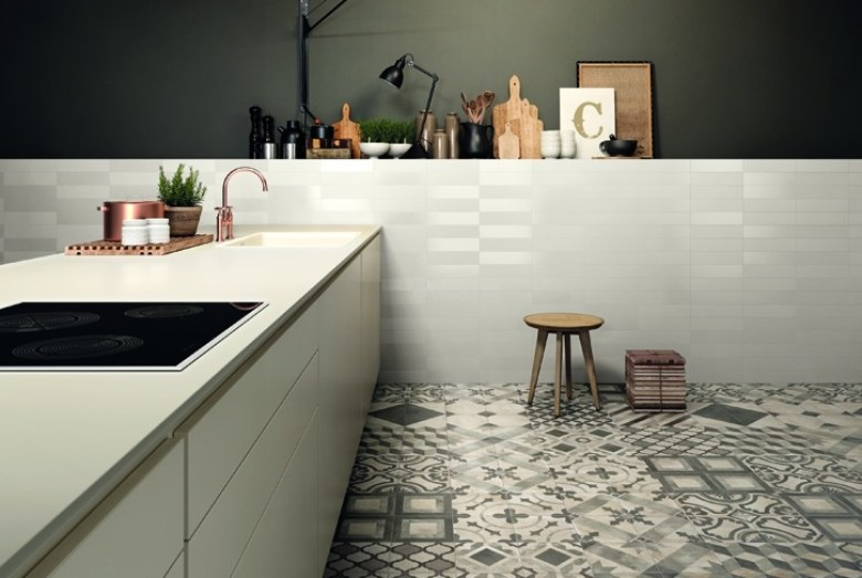 porcelain_tile_bath_floor