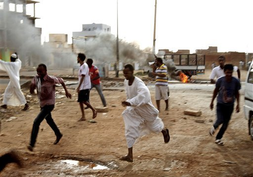 Protests in Sudan (Photo by Maggie Micheal, source: www.bnd.com)