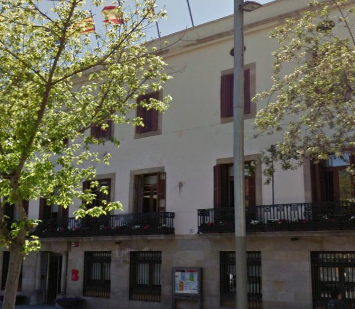 RODA DE PREMSA A LA PLAÇA ORFILA contra els desnonaments i privatització dels habitatges públics de lloguer