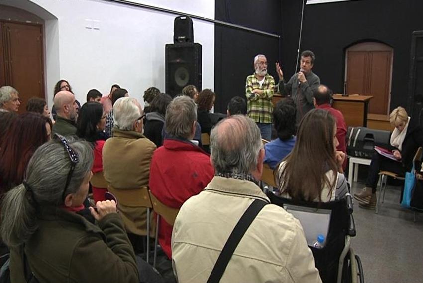 els llogaters dels edificis privatitzats de REGESA fan la primera assemblea
