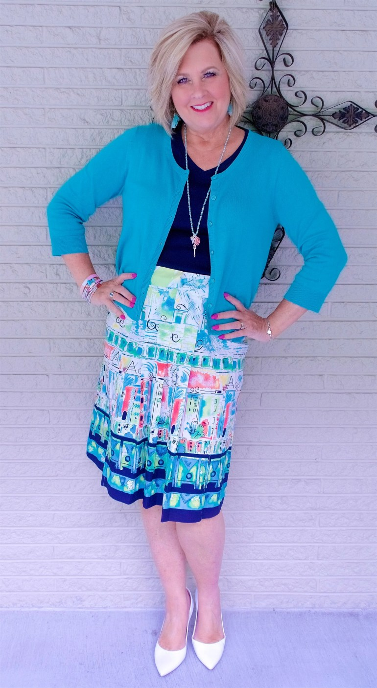 50 IS NOT OLD | HOW TO WEAR A T-SHIRT WITH A SKIRT | FASHION OVER 40