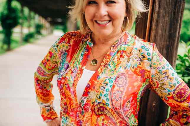 50 IS NOT OLD | STYLING A PAISLEY TUNIC WITH WHITE PANTS | FASHION OVER 40