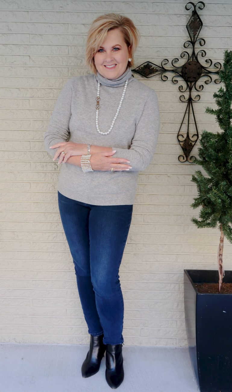 Cashmere Turtleneck in Gray