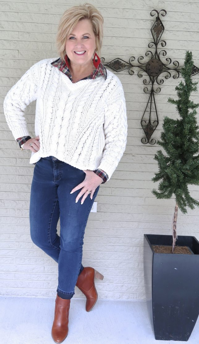 CASUAL SWEATER AND JEANS