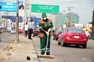 Lawma Officials Extort Money From Unsuspecting Nigerian For Waste Basket: VIDEO lawma officials - images 13 1 300x200 - Lawma Officials Extort Money From Nigerian For Waste Basket: VIDEO