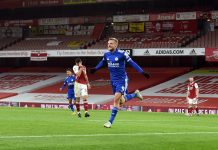Jamie Vardy scored his fifth goal at the Emirates Stadium as Leicester defeats Arsenal