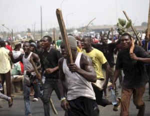 EndSars: Hoodlums Setup Road Blocks Around Lagos Collect Tolls As Protest Continues hoodlums - hoodlums 300x233 - Hoodlums Setup Road Block Around Lagos Collect Toll As EndSars Protest Continues hoodlums - hoodlums - Hoodlums Setup Road Block Around Lagos Collect Toll As EndSars Protest Continues