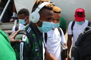 Super Eagles players  arriving Sierra Leone ahead of their Tuesday encounter afcon - 20201116 164550 300x200 - AFCON: Super Eagles arrive Sierra Leone ahead of Tuesady tie with Leone Stars afcon - 20201116 164550 - AFCON: Super Eagles arrive Sierra Leone ahead of Tuesady tie with Leone Stars