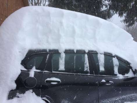 [object object] - snow car tall 300x225 - Deep snow covers upstate New York [object object] - snow car tall - Deep snow covers upstate New York
