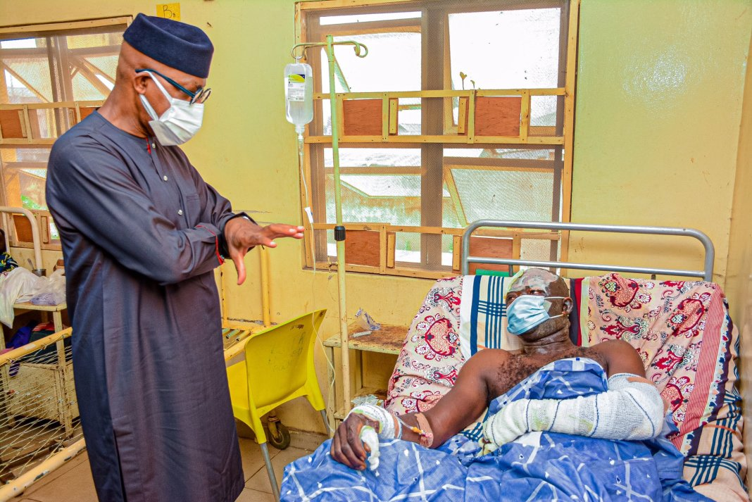 Dapo Abiodun with victims of Kuto Tanker Explosion tanker explosion - 20210120 071204 - Tanker Explosion: Ogun Govt invites specialists from Lagos to treat burnt victims
