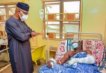 Dapo Abiodun with victims of Kuto Tanker Explosion
