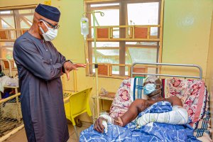 Dapo Abiodun with victims of Kuto Tanker Explosion tanker explosion - 20210120 071204 300x200 - Tanker Explosion: Ogun Govt invites specialists from Lagos to treat burnt victims tanker explosion - 20210120 071204 - Tanker Explosion: Ogun Govt invites specialists from Lagos to treat burnt victims