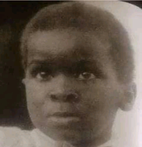 - FB IMG 16108898494250276 - The Little Boy In This Picture Was Once A Governor In Nigeria, Can You Guess Who He Could Be?