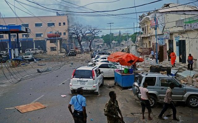 [object object] - 000 CE4UA 640x400 1 - At least five people have died in the attack on a Mogadishu hotel by Somalia's al-Shabab rebels