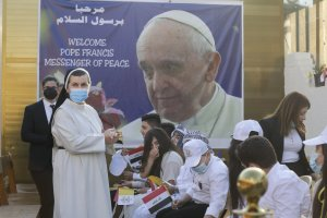 pope francis delivers sermon in baghdad church - 1000 1 300x200 - Pope Francis delivers sermon in Baghdad church