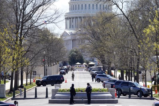 man rams car into 2 capitol police; 1 officer, driver killed - 1000 1 300x200 - Man rams car into 2 Capitol police; 1 officer, driver killed man rams car into 2 capitol police; 1 officer, driver killed - 1000 1 - Man rams car into 2 Capitol police; 1 officer, driver killed