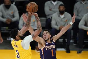 lakers celebrate playoff homecoming in 109-95 win over suns - 1000 300x200 - Lakers celebrate playoff homecoming in 109-95 win over Suns