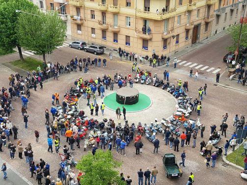 inaugurazione-monumento-vespa-piaggio-50-sfumature-di-biella-2