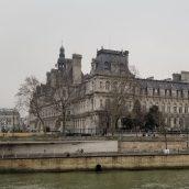 Stroll along the Seine