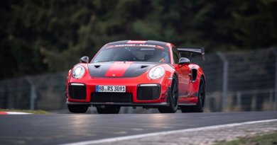 Porsche 911 GT2 RS MR at speed