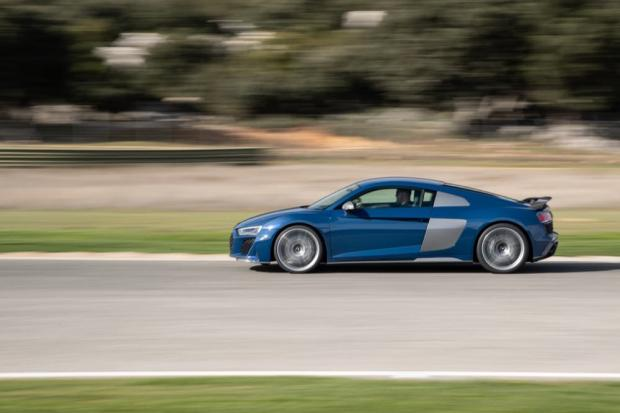 Audi R8 V10 performance side profile