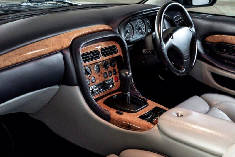 Aston Martin DB7 V12 Vantage interior