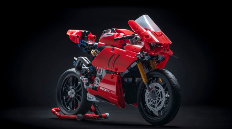 Lego Ducati Panigale V4 R incoming