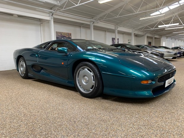 Green Jaguar XJ220 side