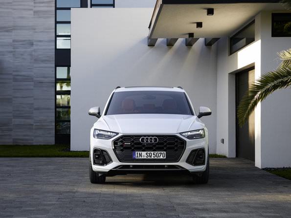 Audi SQ5 2021 front