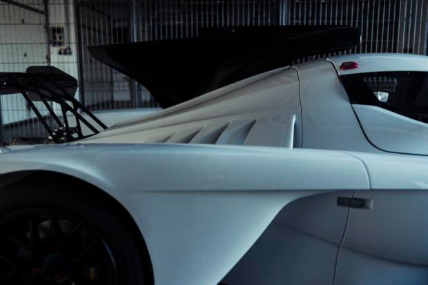 Praga R1 rear panel