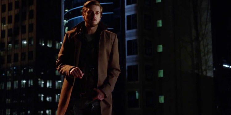 Arthur-Darvill-as-Rip-Hunter-on-Legends-of-Tomorrow