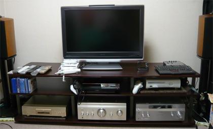 32インチのテレビが小さく見える。