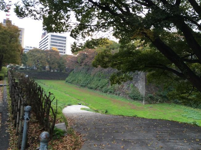 Parit di sekitar area kastil.
