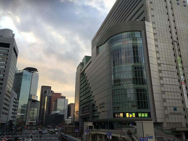 Salah satu dari lima/enam gedung Stasiun Osaka