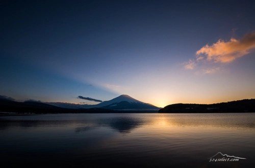 夕暮れ時の山中湖[Sunset by the Yamanaka lakeside Landscape Japan]
