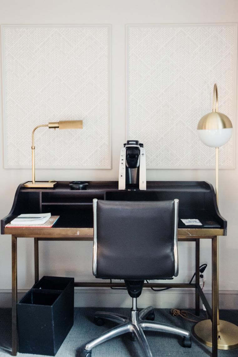 Hotel Phillips desk