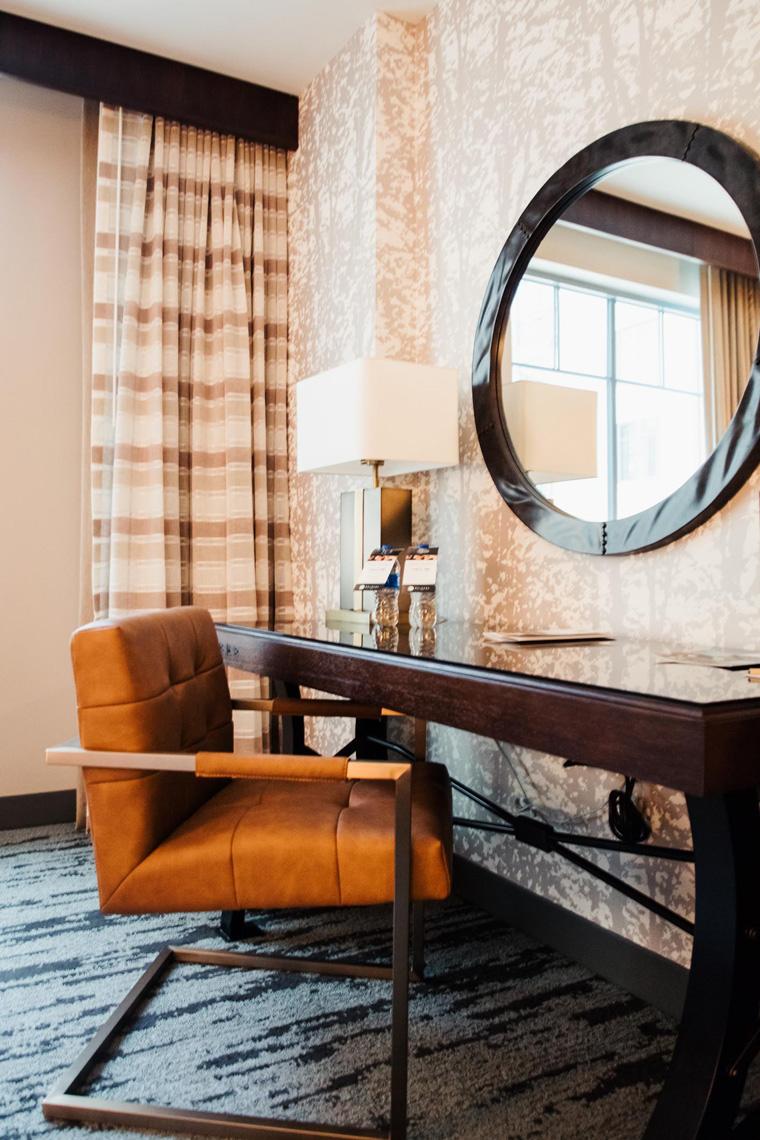 Gaylord Rockies Resort desk