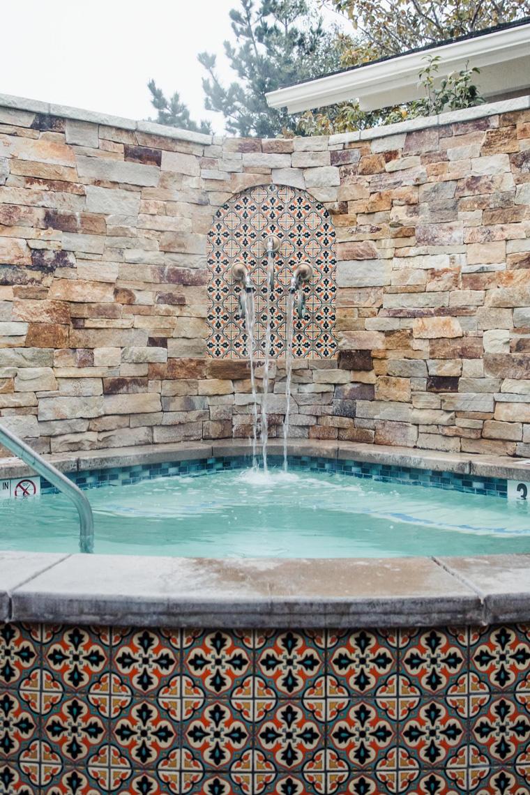 Hotel Carmel hot tub
