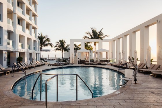 Conrad Fort Lauderdale Beach pool