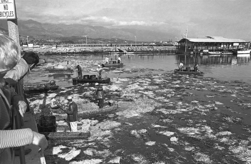 150520-santa-barbara-oil-spill-1969-scene_aecd91380ca8e16e5e7a9ac026a02691.nbcnews-ux-2880-1000